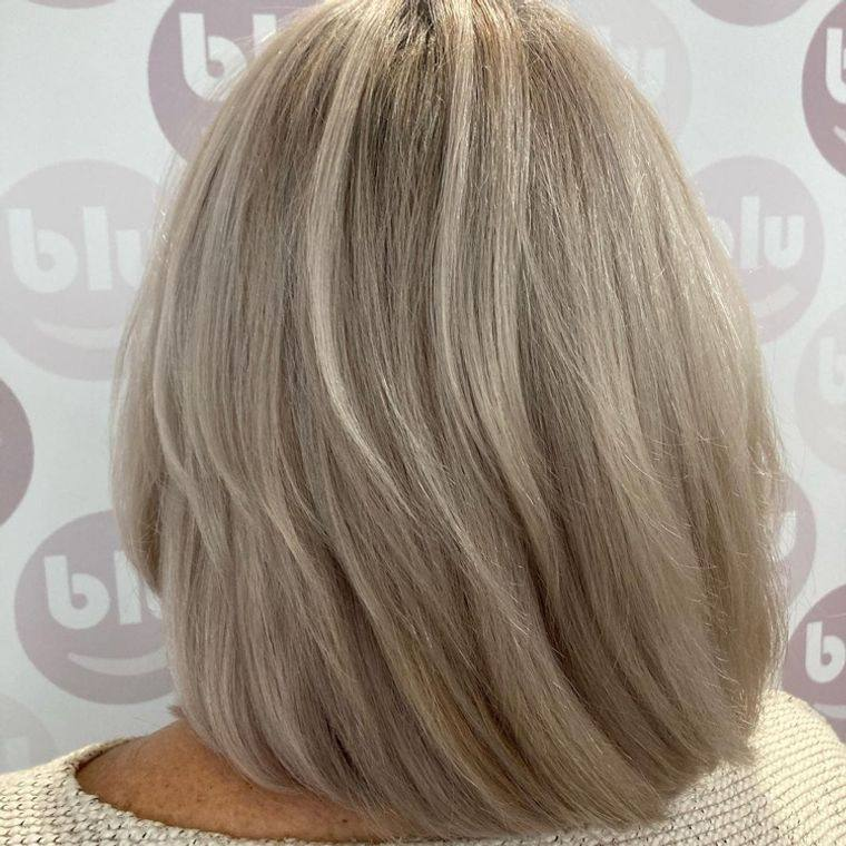 mujeres mayores cabello rubio cremoso