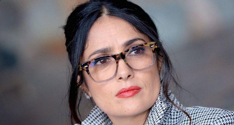 mujeres mayores de 50 peinados casuales con gafas