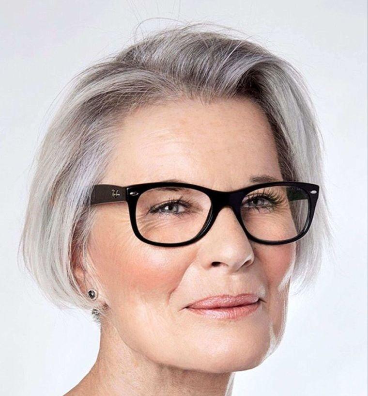 mujeres mayores de 50 peinados con gafas cabello fino