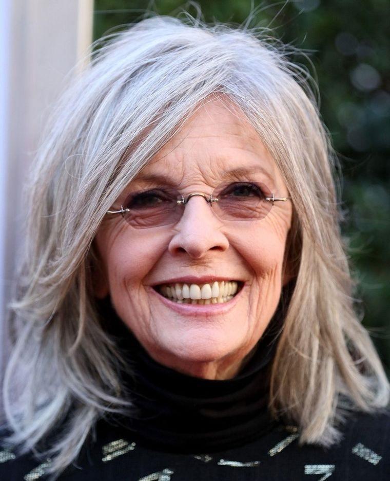 mujeres mayores de 50 peinados con gafas sin marcos