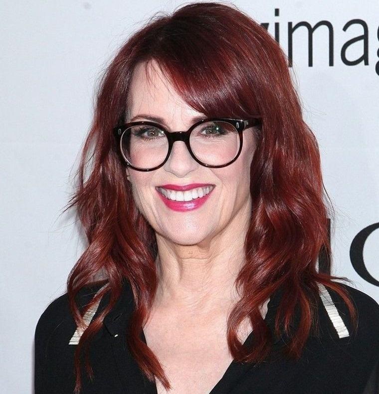 mujeres mayores de 50 peinados sencillos con gafas