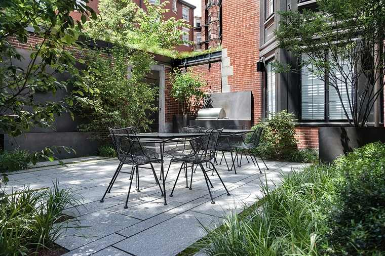 patios-decorados-2021-diseno-negro
