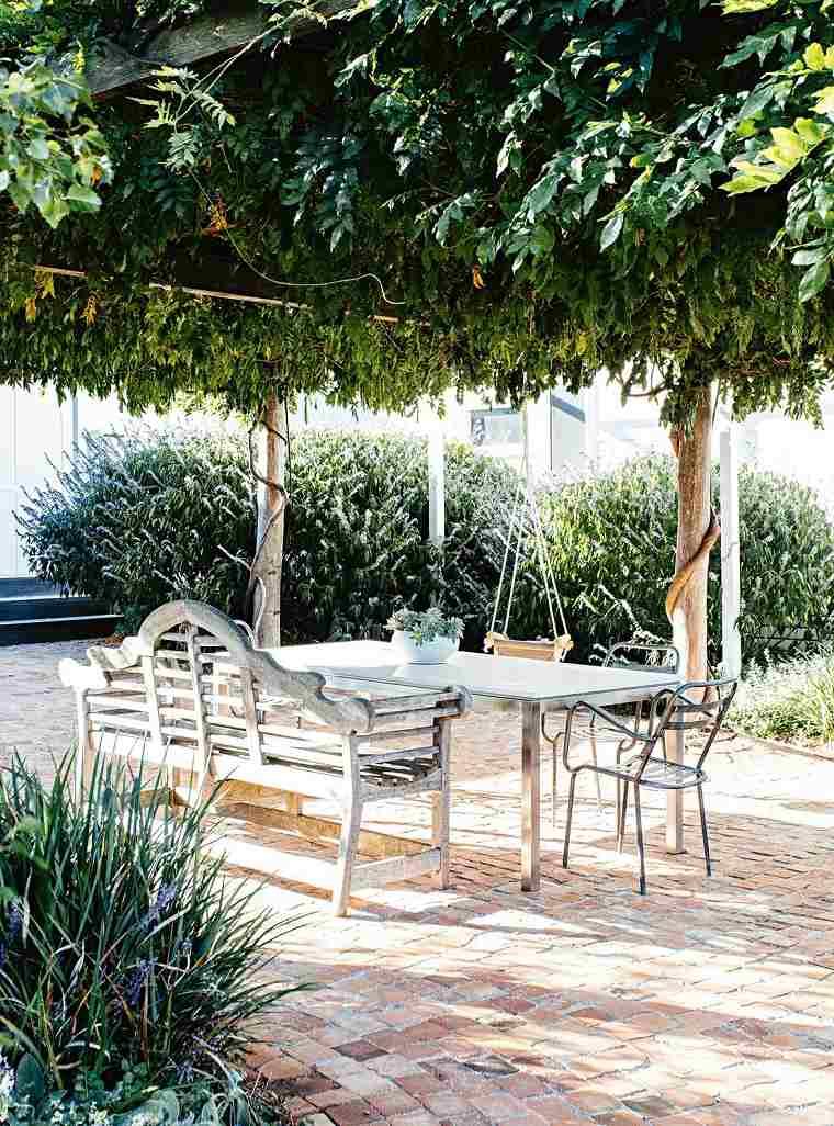 patios decorados-2021-estilo-arboles
