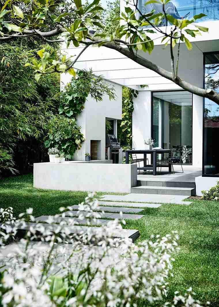 patios decorados-2021-ideas-cesped