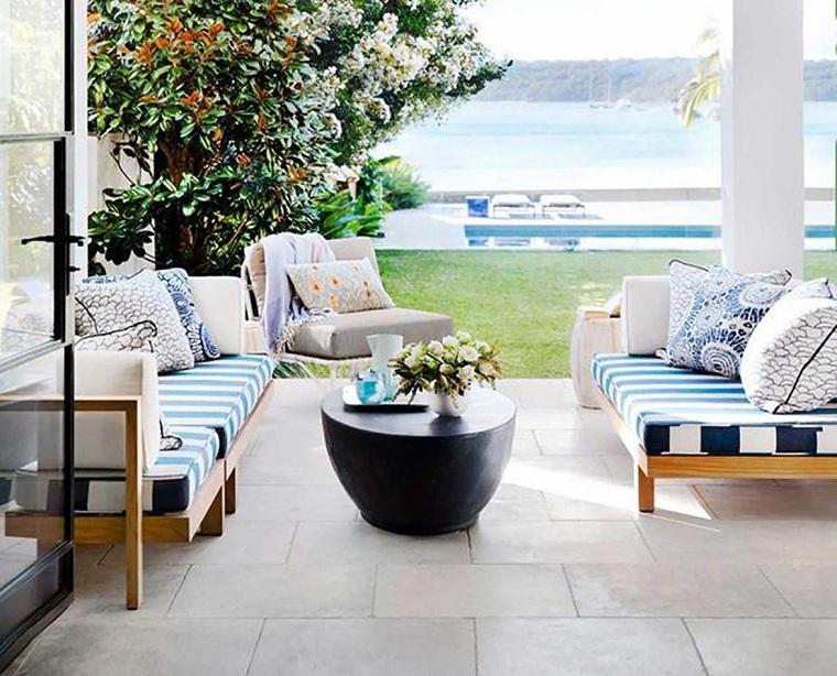 patios decorados-2021-muebles-madera