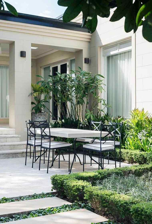patios-decorados-2021-sillas-metal