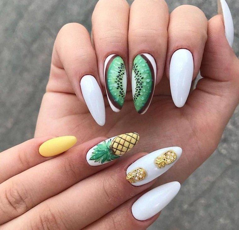 Color de uñas 2021 verano-pinas