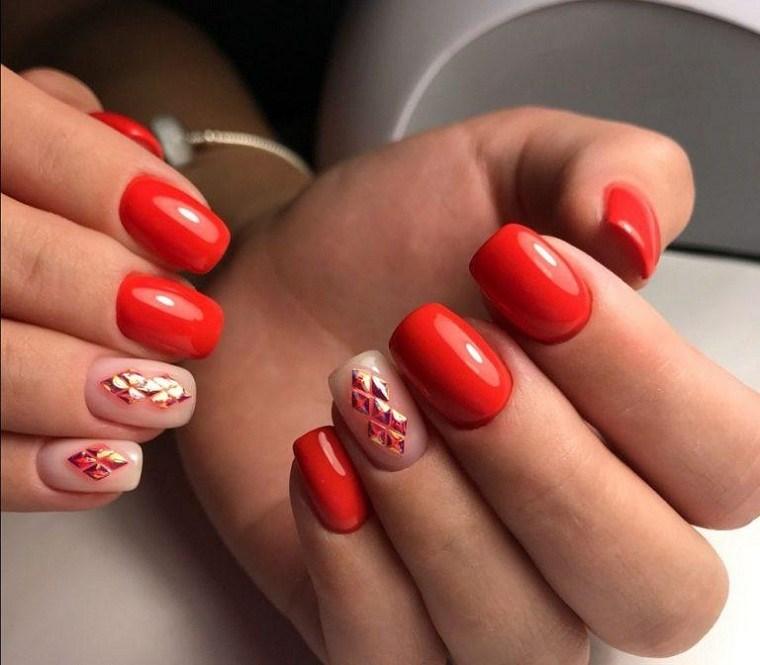 Color de uñas 2021-verano-rojo
