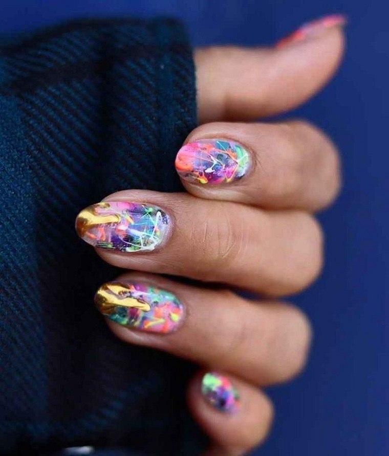 Color de uñas 2021 verano-tendencias-combinar-colores