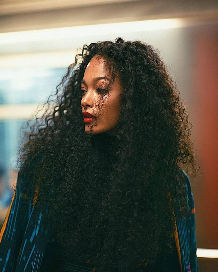 cortes-pelo-rizado-2021-mujer-largo