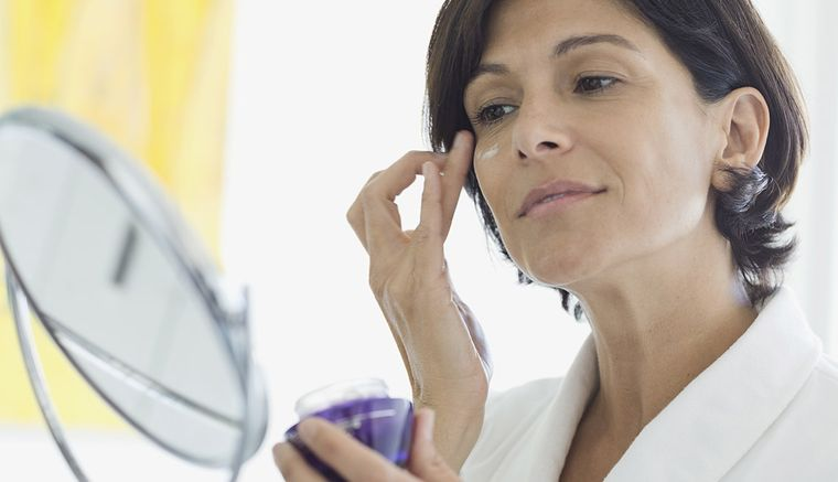 Cuidado facial – Consejos fáciles y naturales para después de los 50 años