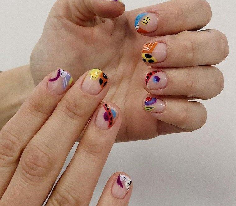 diseño independiente uñas en tendencia