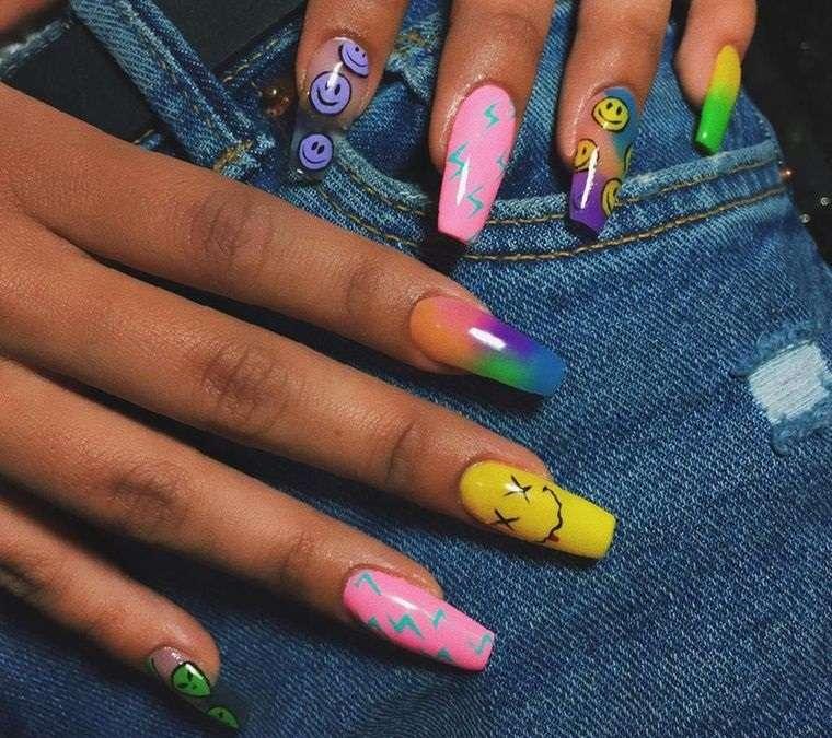 Diseño diferente para cada uña – Nueva tendencia de manicura Indie Nails
