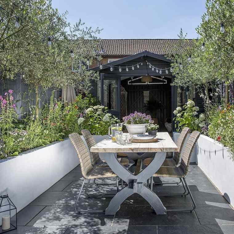 jardines-pequenos-con-encanto-mesa-comedor