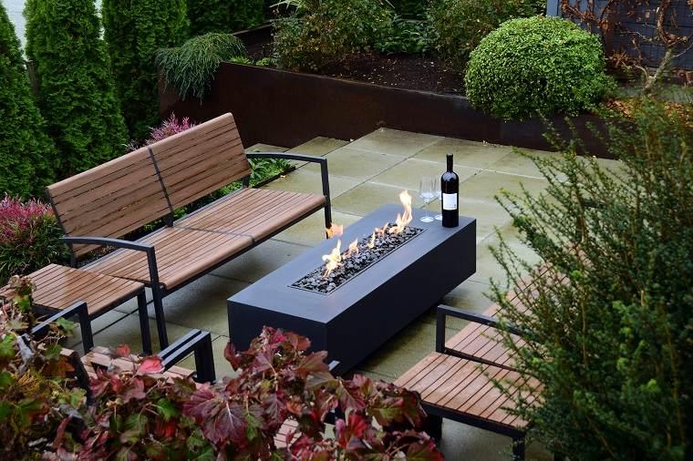 pozo-fuego-bancos-estilo-jardin-pequeno