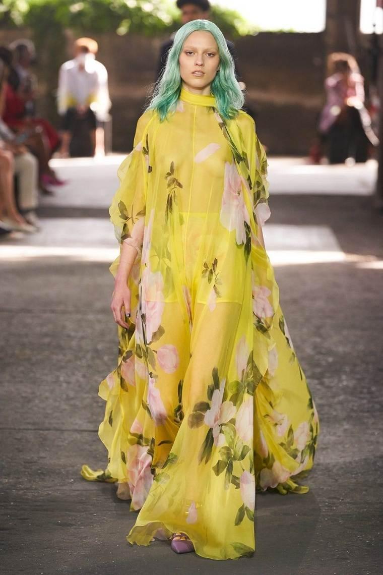 estampados-de-moda-primavera-2021-Valentino-vestido-largo