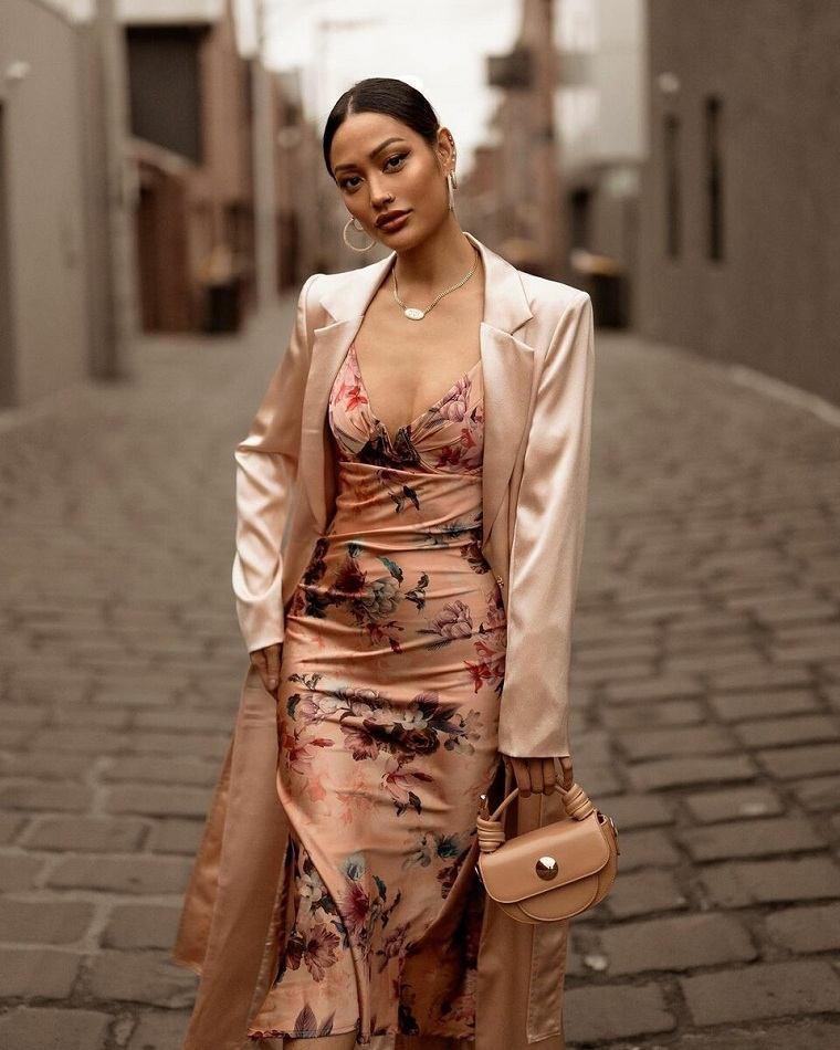 estampados-de-moda-primavera-2021-vestido-satinado