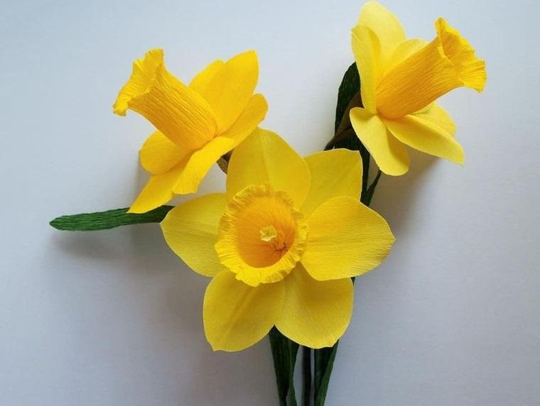 flores de papel narcisos amarillos