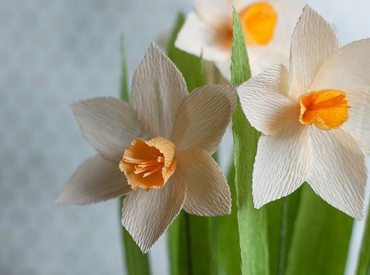 flores de papel narcisos blancos