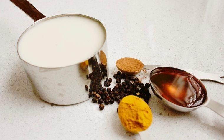 leche de cúrcuma consumo moderado