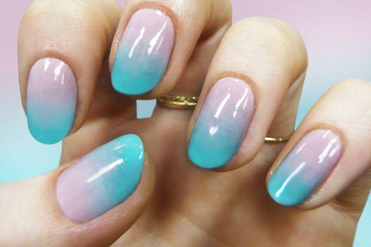 manicura en forma ovalada colores pateles