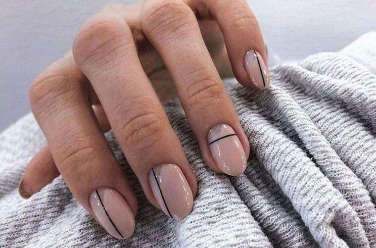 manicura en forma ovalada diseño minimalista