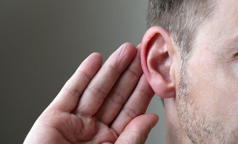 mayores de 50 disminuye la audicion