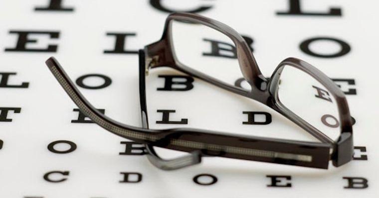 mayores de 50 usar gafas