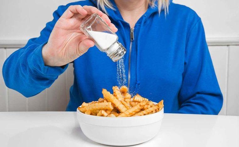 retención de líquidos exceso de sal
