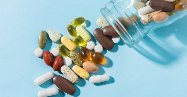 vitaminas para mujeres-mayores-50-suplementos