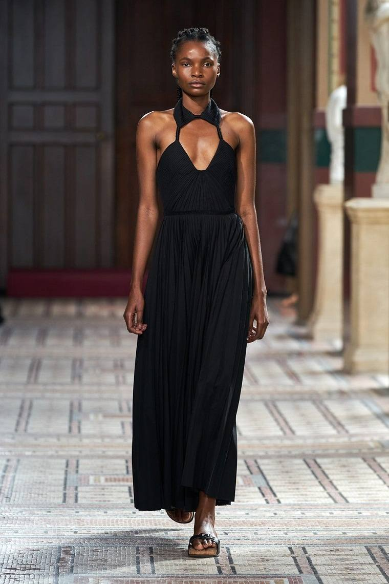 Gabriela-Hearst-vestido-negro