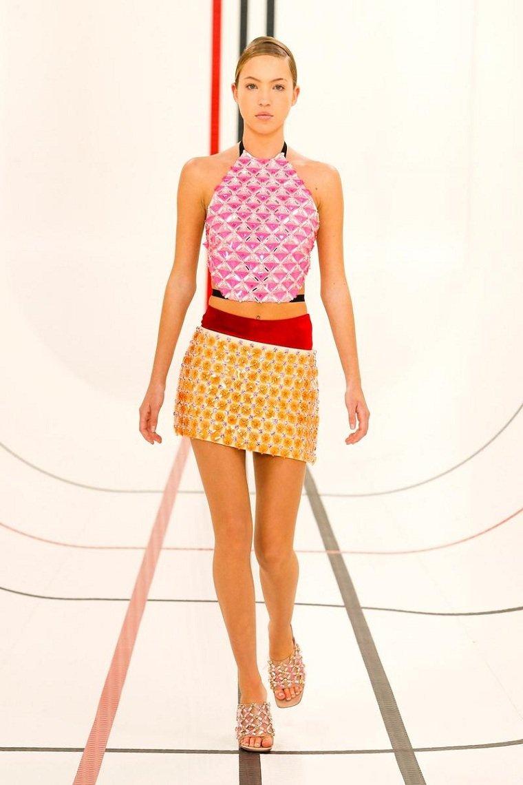 Miu-Miu-diseno-2021-mini-falda