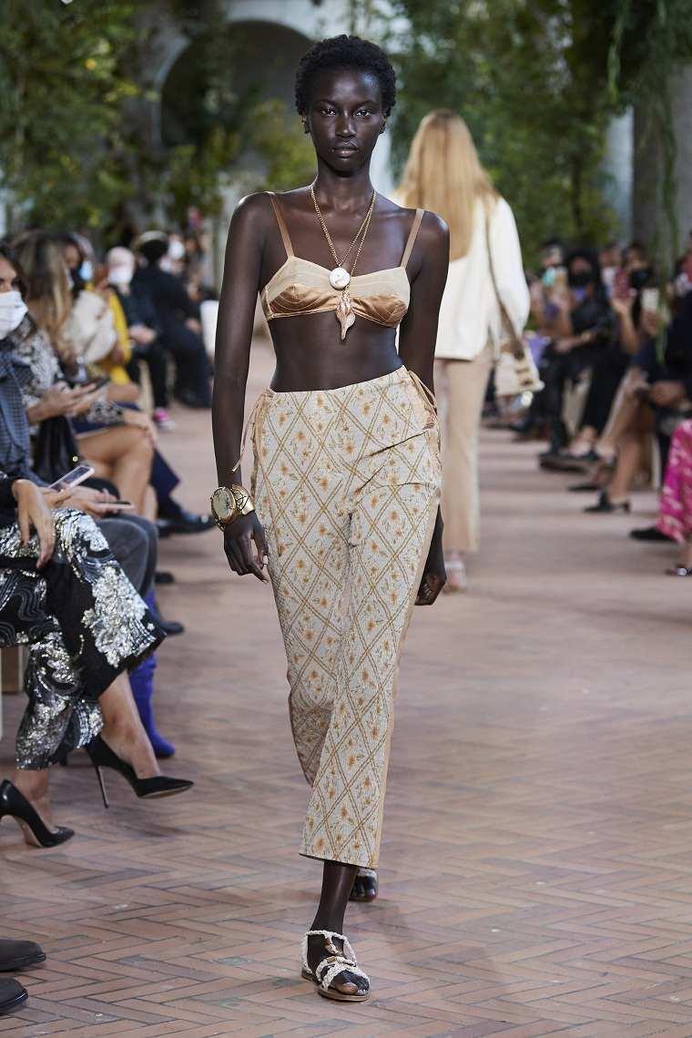 Ropa-de-moda-de-mujer-2021-ferretti.