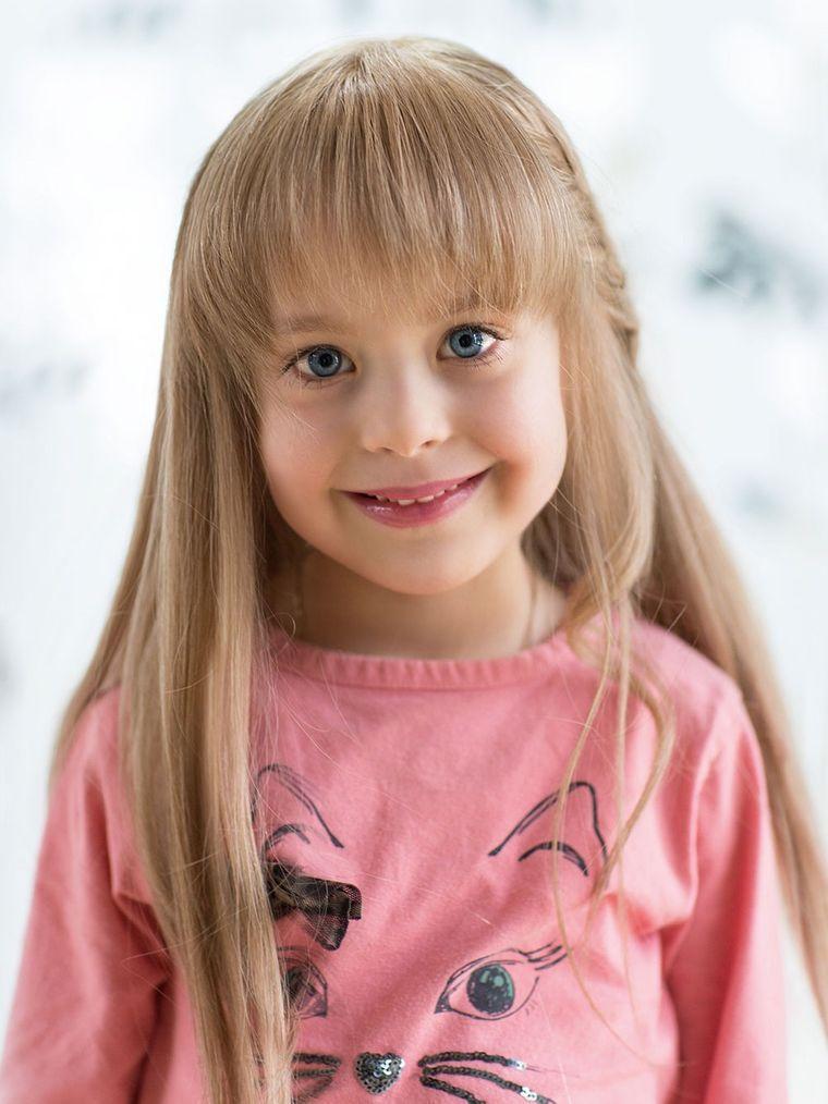 cortes de pelo de niña modernos liso flequillo