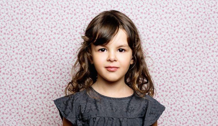 cortes de pelo de niña modernos ondas con flequillo