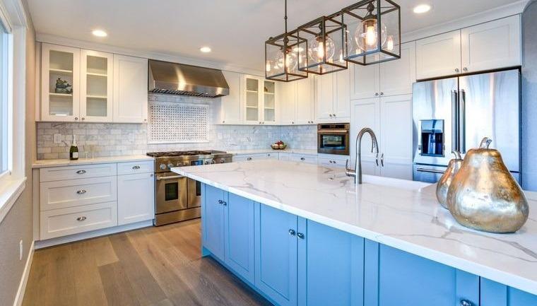 decoración de interiores cocina isla azul