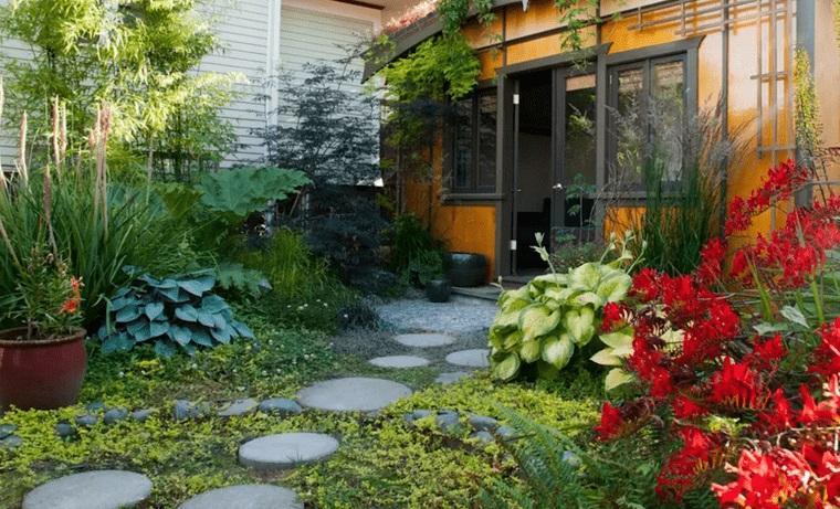 decoración de jardines con flores llamativas
