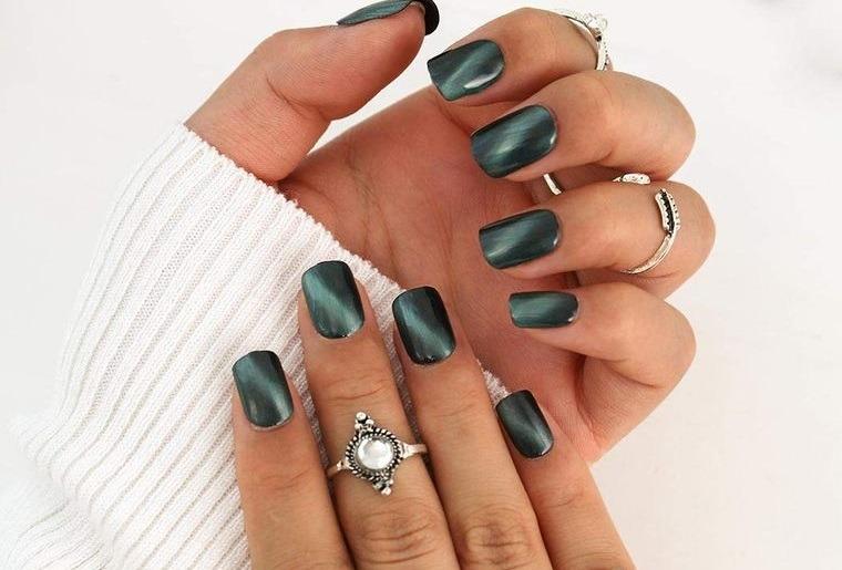 manicura elegante colores oscuros