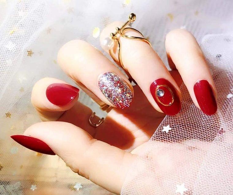 manicura elegante en rojo