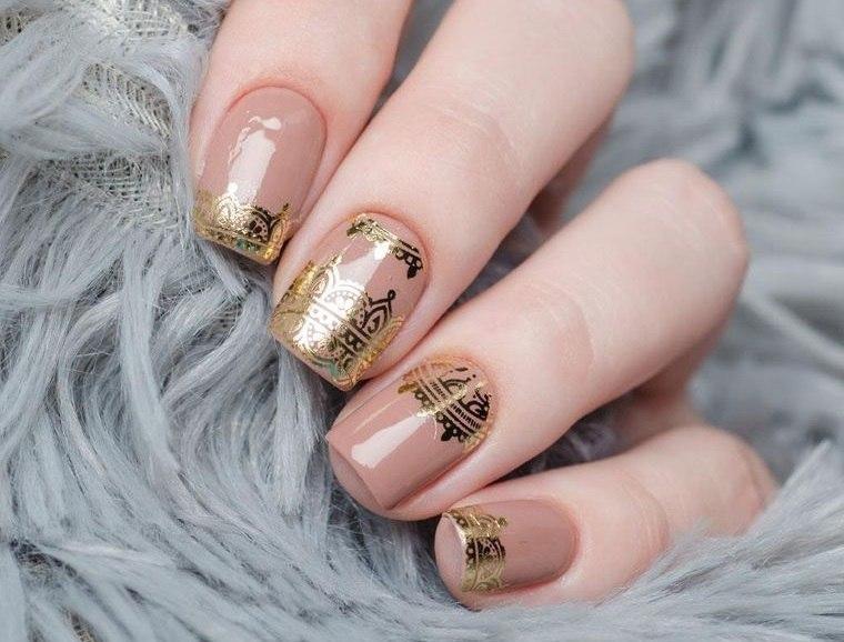 manicura elegante uñas cuadradas