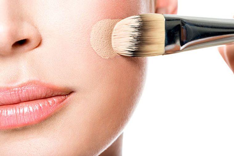 maquillaje aplicar base
