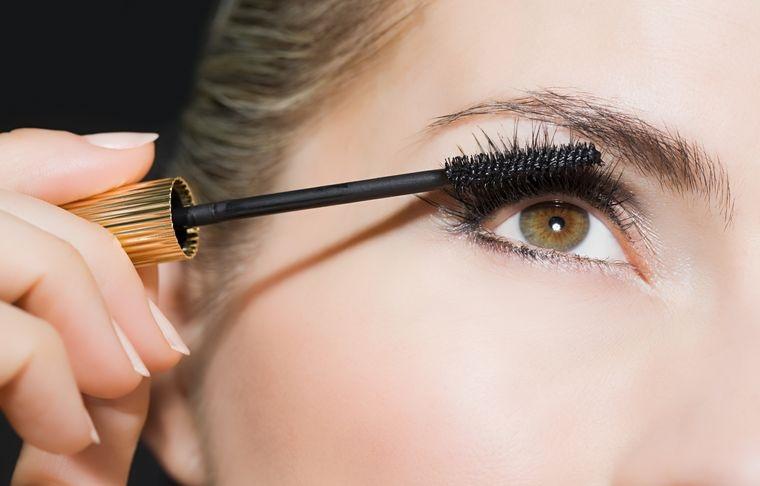 maquillaje aplicar rimel