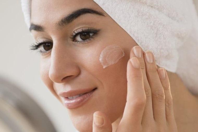 maquillaje crema hidrantante