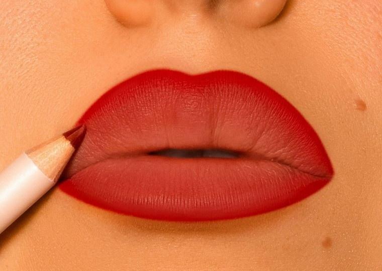 maquillaje delineador labios