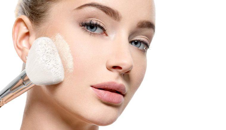 maquillaje polvo fijador