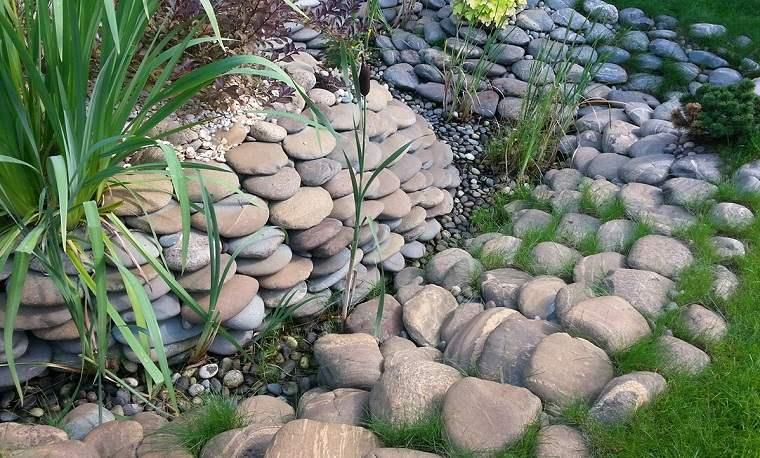 piedras-rio-jardin-seco-ideas
