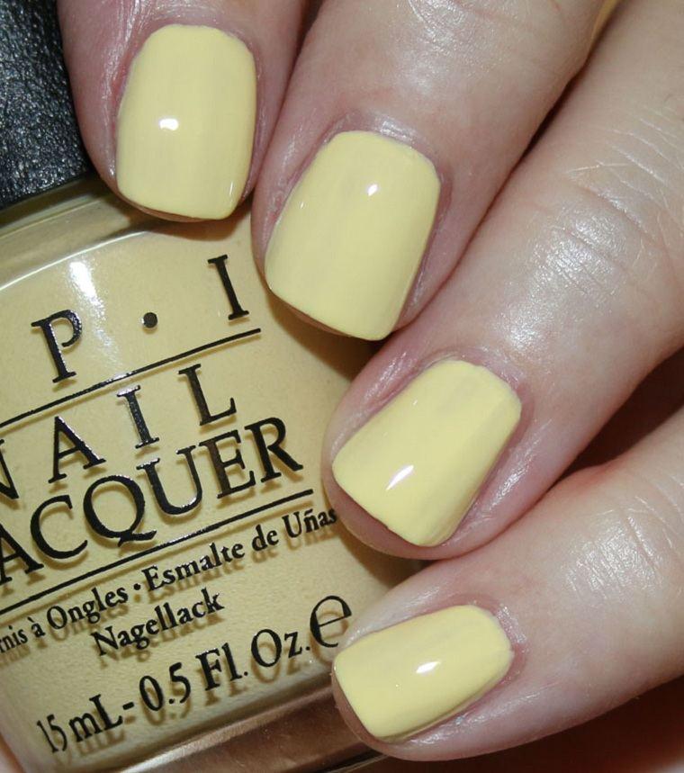 unas-para-verano-2021-color-amarillo-pastel