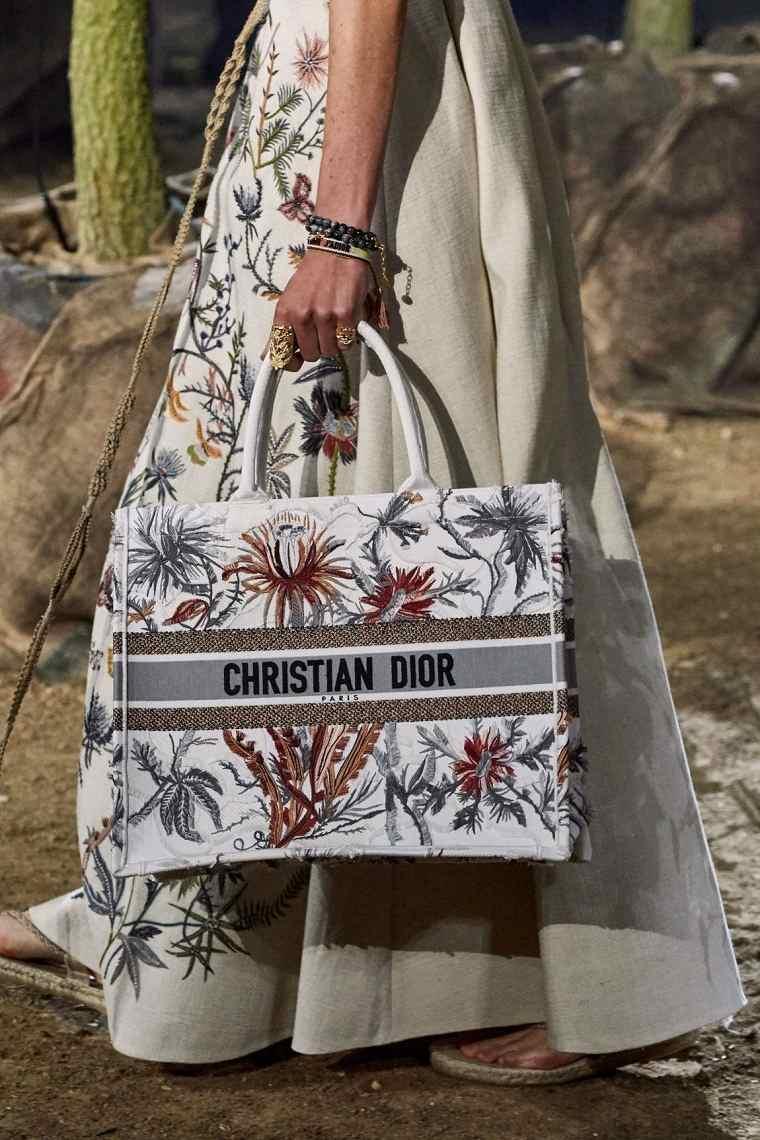 Bolsos de playa 2021-Dior-Floral-Book-Tote-