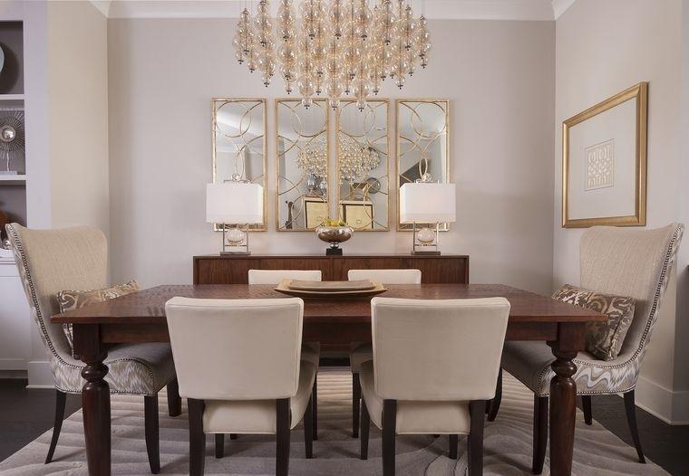 decoración con espejos con bordes dorados