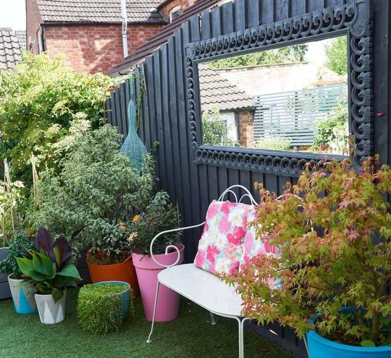 decoración con espejos en jardin